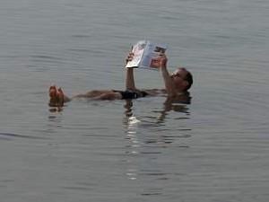 Hochkonzentriertes Salzwasser im Toten Meer